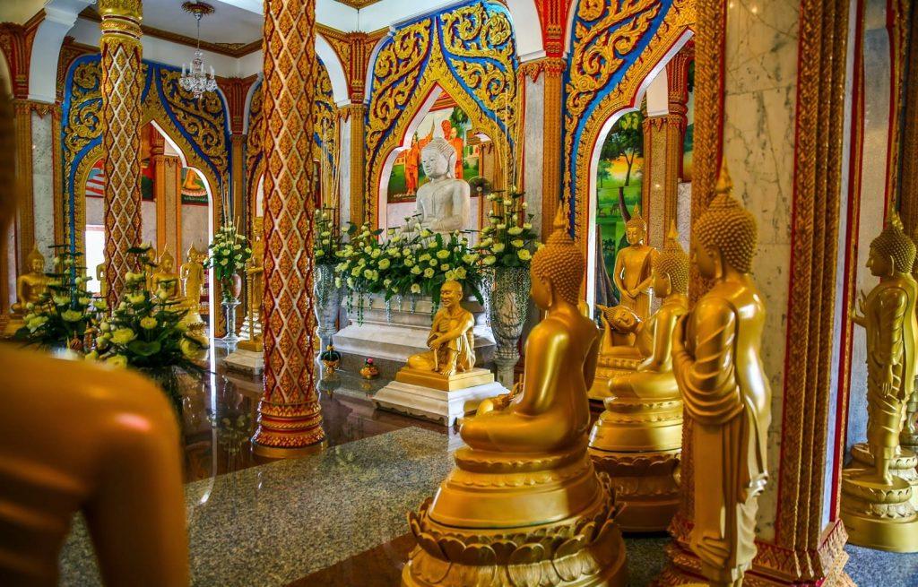 посетить храм Чалонг на Пхукете