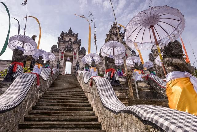 официальные храмы на Бали