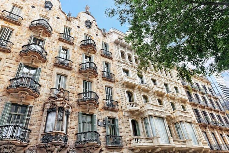 красивые здания Гауди в Барселоне