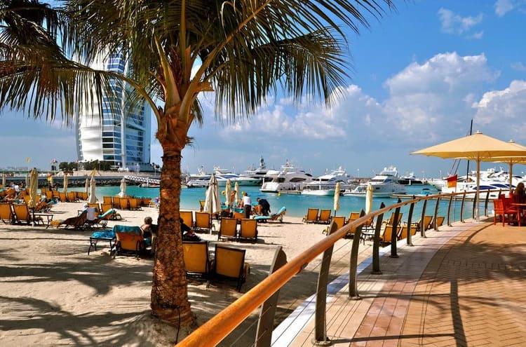 пляжи на курортах Дубая