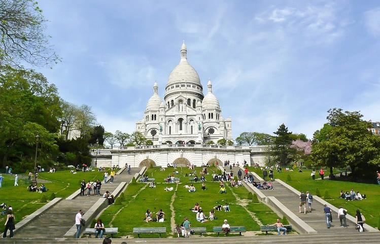 Сакер Кер в Париже для туристов