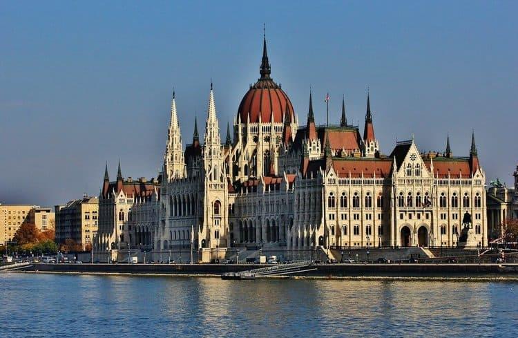 здание парламента в Будапеште посмотреть самостоятельно