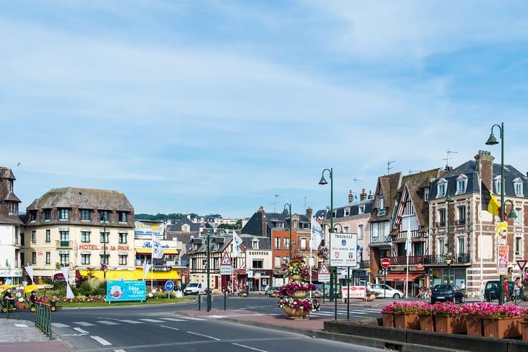 достопримечательности Нормандии, город Довиль